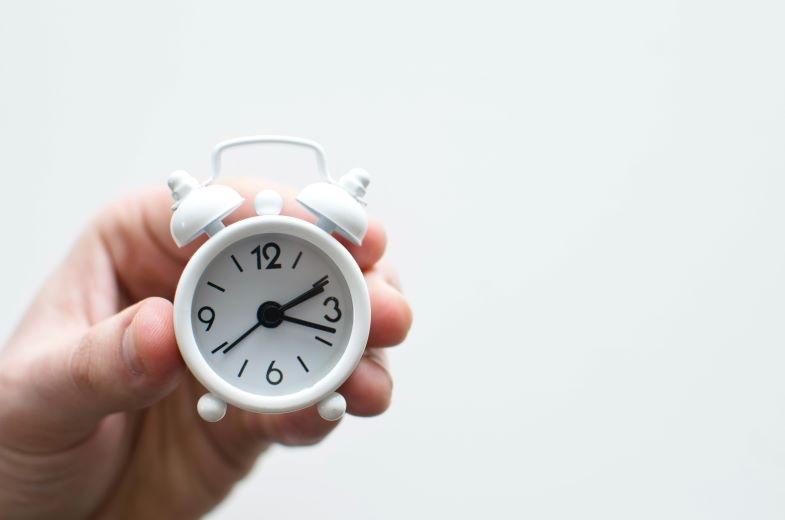 Uhr zum Markieren der Tageslichtstunden für Marihuana